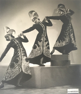 Three dancers - Olga Szentpal Dance Group - Modern Dance School performance